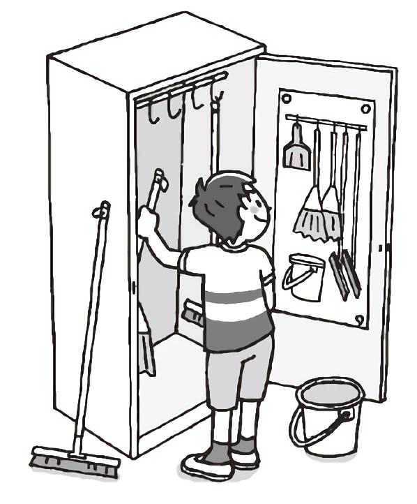 掃除用具入れから道具を出す子ども