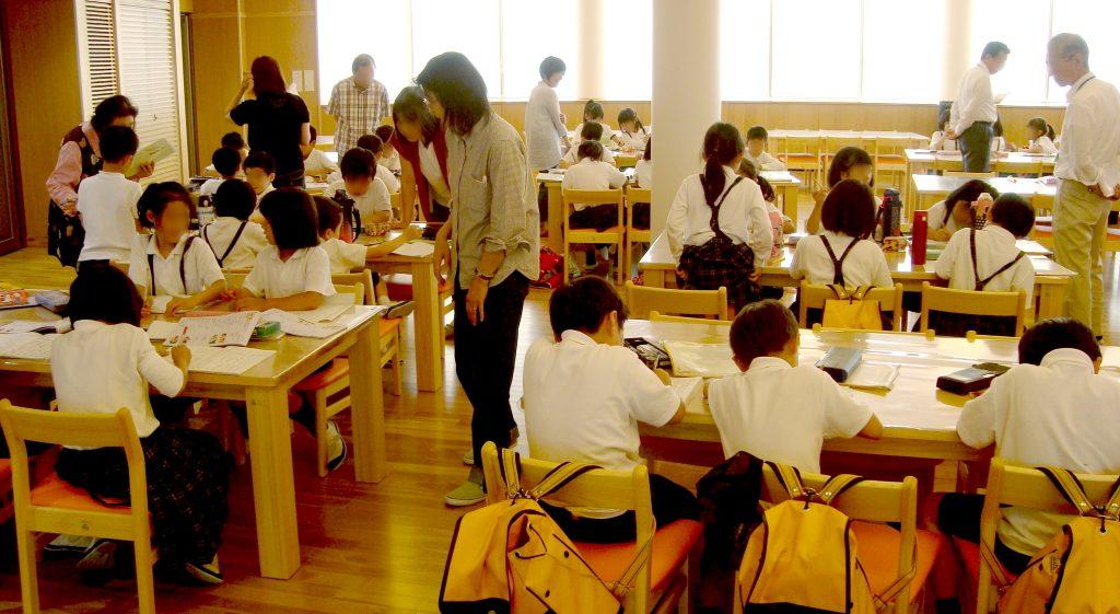 京都市が取り組む「放課後まなび教室」の模様。