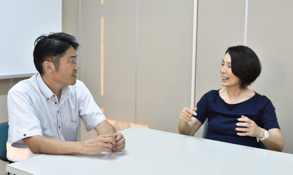 対談中の木村氏と市場氏