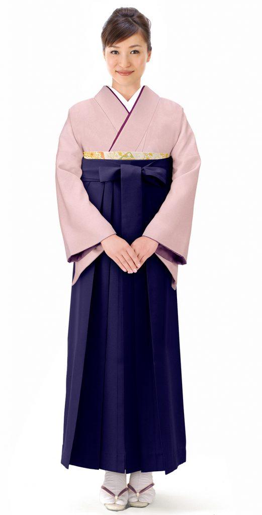 同系色の着物と袴を合わせたスタイル