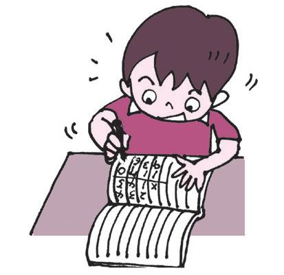 ノートに筆算の練習をする子