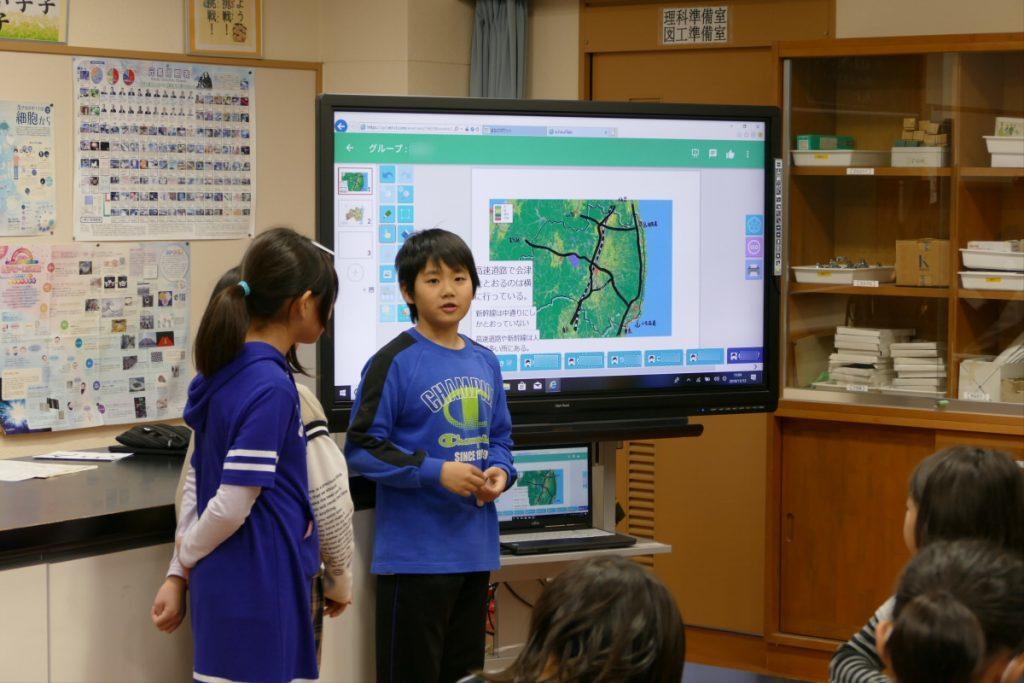 グループでまとめた福島県の特徴を発表する子どもたち。