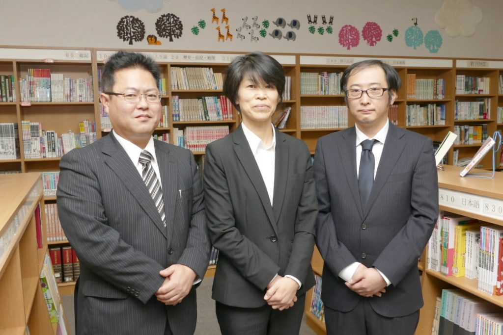 福田小学校の高井康友先生、 加藤教子先生(授業者)、 宗像孝太先生(ICT支援員)