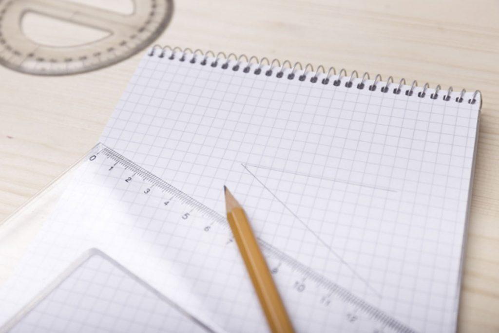 三角定規とノート