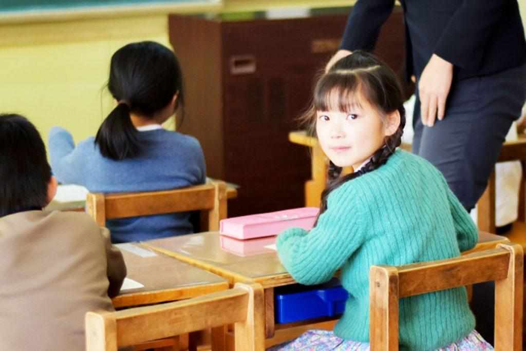 「聞く子ども」を育てるために教師が心がけるべきコトのイメージ画像
