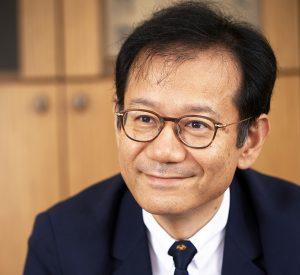 鈴木寛教授顔写真