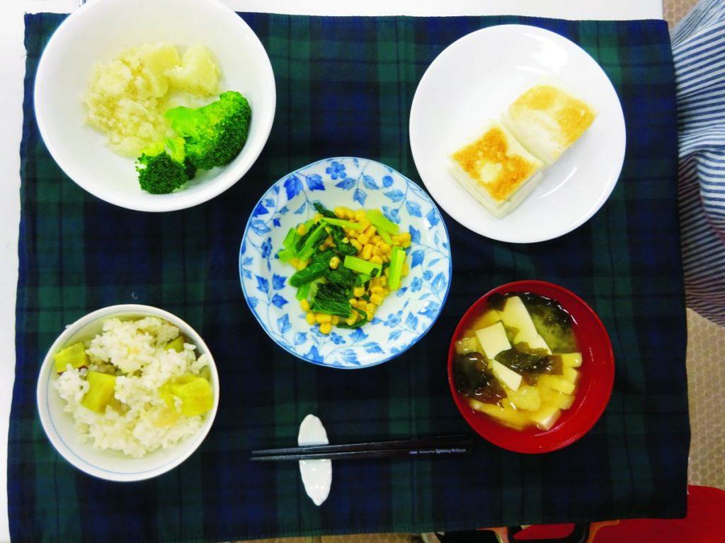完成した一食分の料理