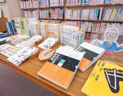 白川静博士の古代文字のコーナー。漢字への興味につながる。