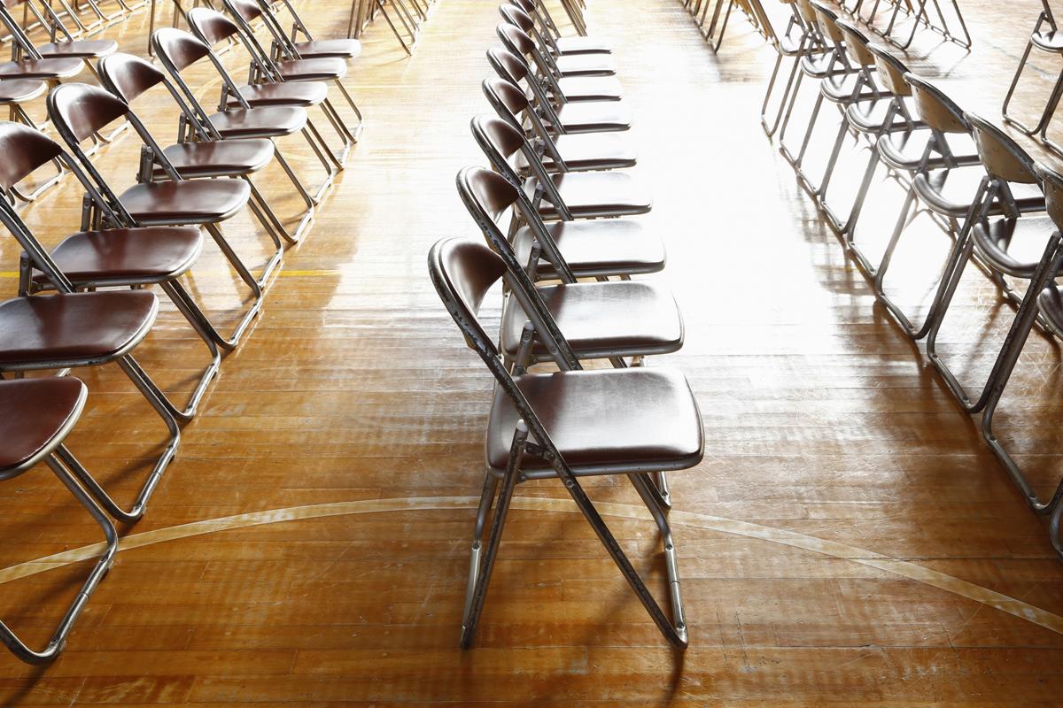 9月入学の新入生については、 「一斉切り替え案」「段階案」を提示・メイン