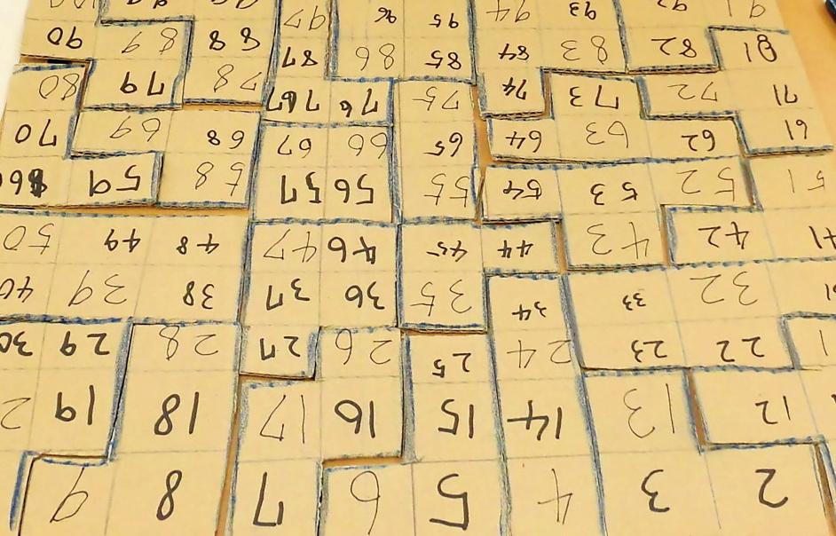 厚紙で作ったパズル