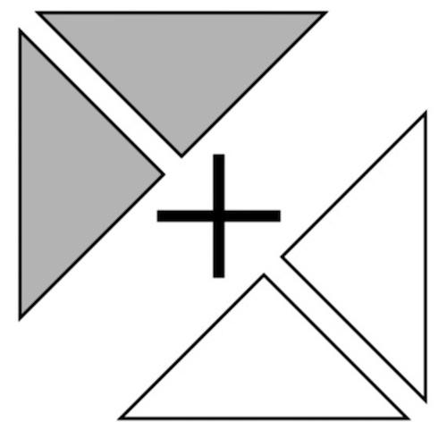 正方形の構成・分解の仕方に気付いて色板の位置や向き、組み合わせ方を考えてつくっている様子