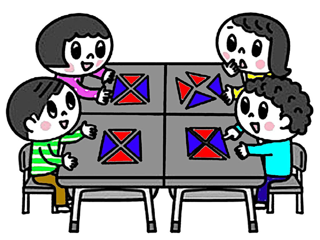 色板を使ってかたちづくりに取り組む子ども達