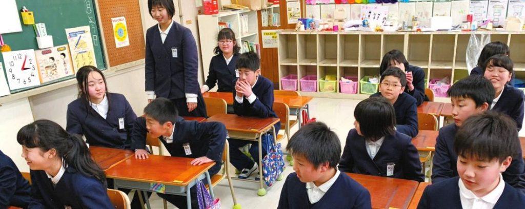 1年生の教室で帰りの会。