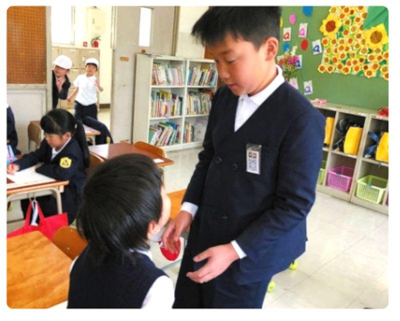 入学説明会で来た子供たちと5年生がペアリング
