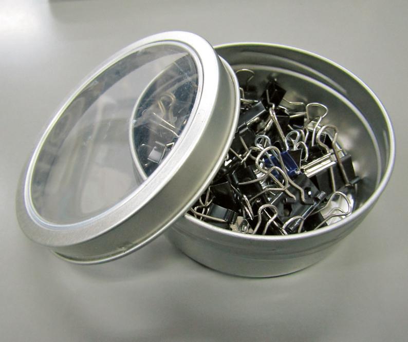 クリップを磁石付き缶に収納