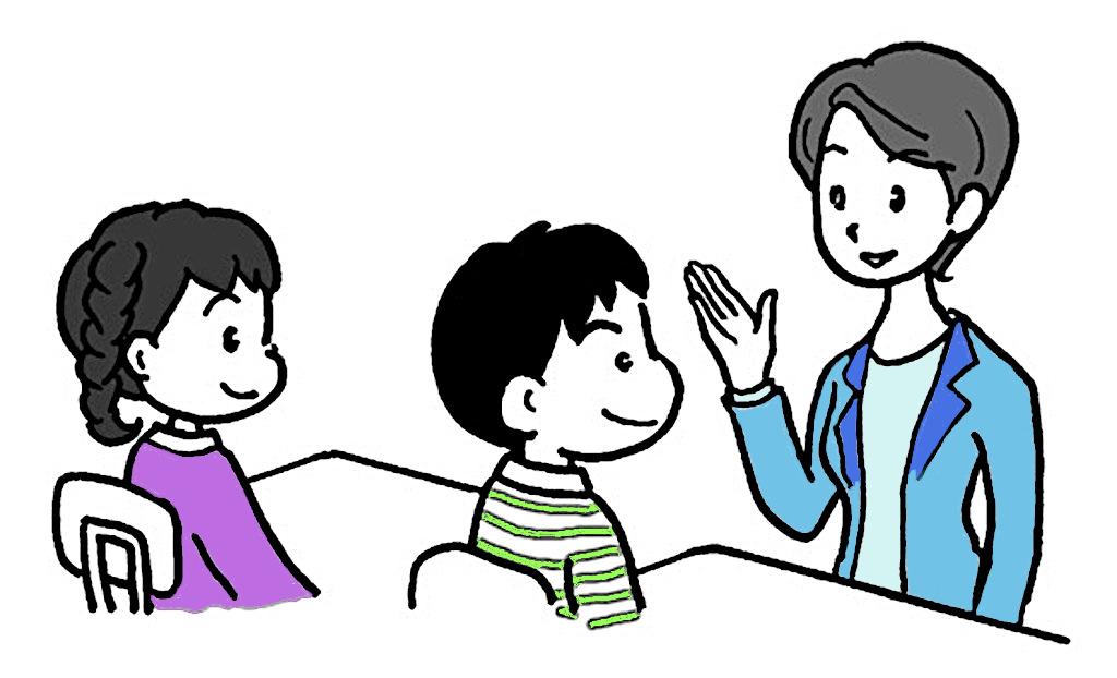 2人の子どもに話す教師