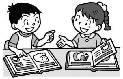 モルモットについて本で調べながら、話し合う子供たち