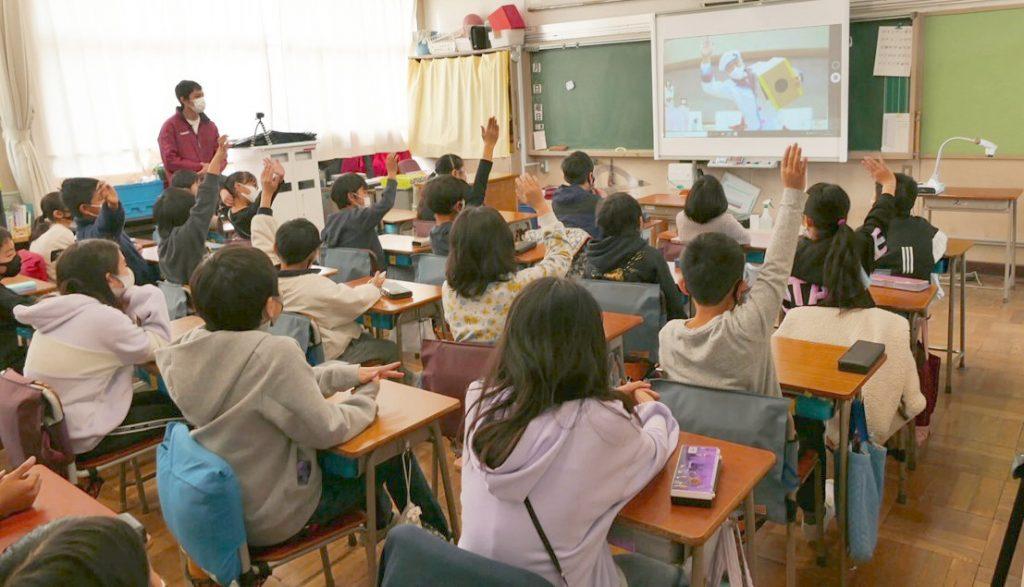 オンラインで理科実験の授業! チャーリー西村さんのサイエンスショーを遠隔授業でやってみた・メイン