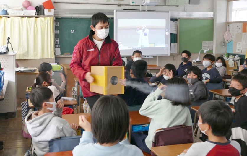 教室での空気砲実験