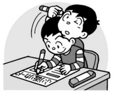 何を書くか考えている子供