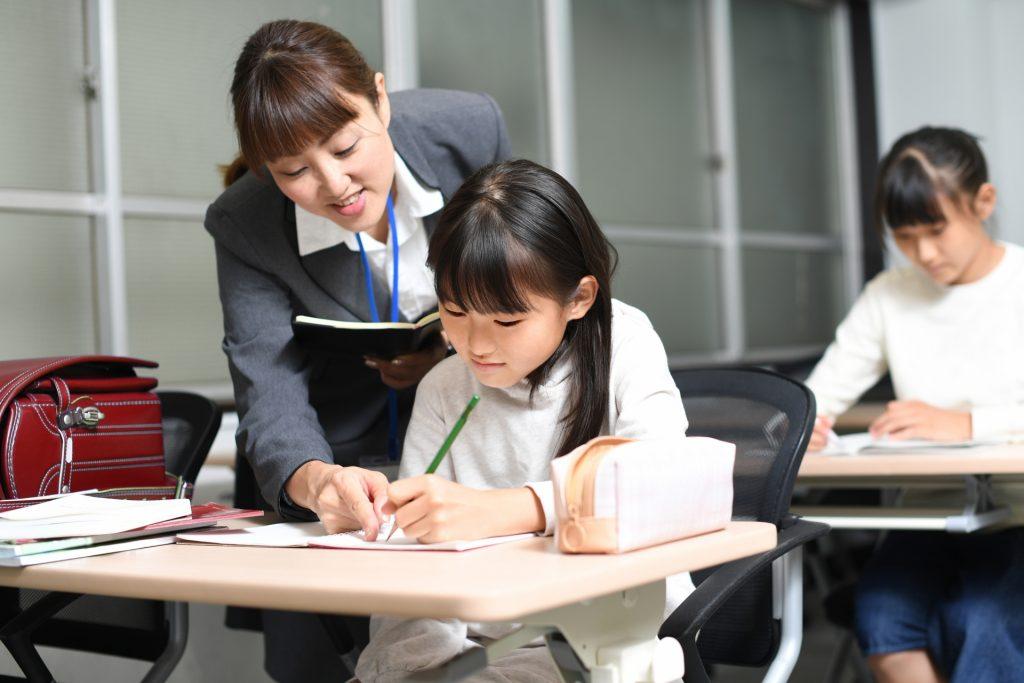 教える教師